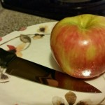 Apple on plate with knive